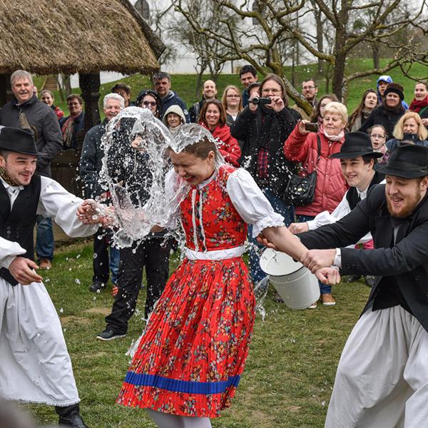 https://kultturist.hu/new/wp-content/uploads/2019/08/kult-turist-ith-budapest-tours2.jpg